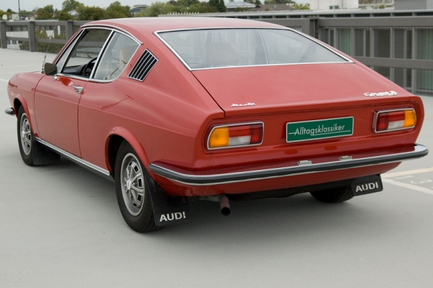 audi 100 coupé S from 1973 in red back view 2