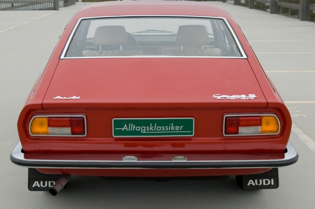 audi 100 coupé S from 1973 in red backview
