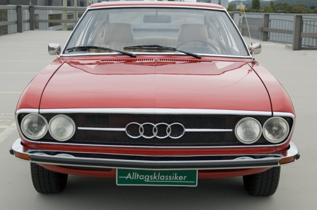 audi 100 coupé S from 1973 in red frontview
