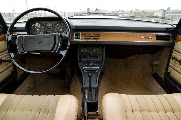 audi 100 coupé S from 1973 in red inside interior