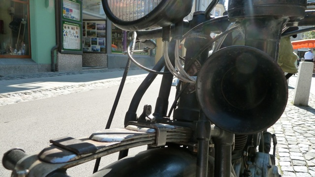 D-Rad R O/4 Motorbike front view, springs and horn