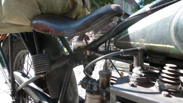 D-Rad R O/4 Motorbike saddle with tank view