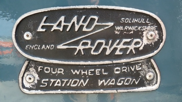 Land-Rover Defender badge without flag old one