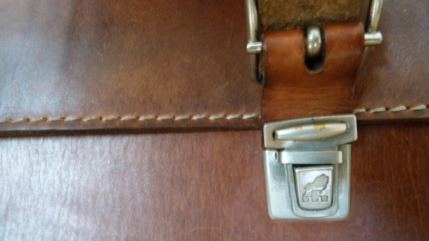 Ruitertassen briefcase latch closeup