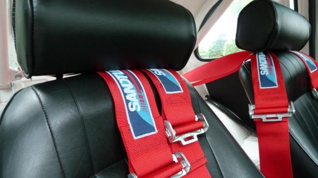 Steyr Puch 650 T sitze und sitzgurte