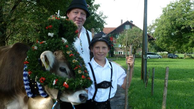 Viehscheid-Maierhoefen, decorated cow with owner and son