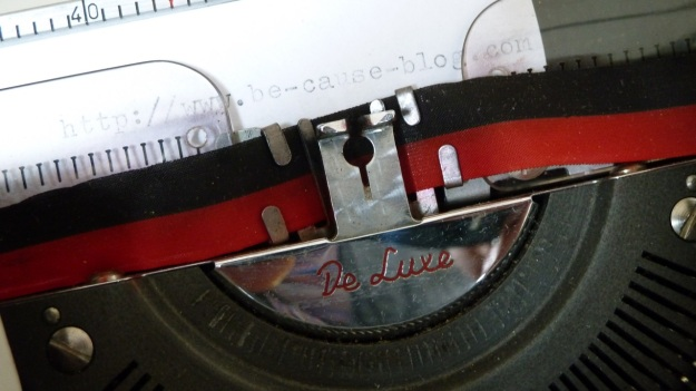 olympia de luxe travel typewriter first test typing www.be-cause-blog.com