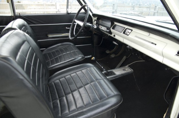 Opel Rekord A 2600 Coupé L6 - 1966 in white -  inside view from the left