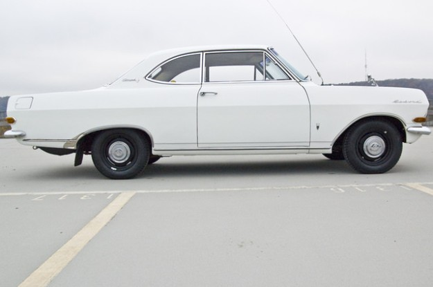 Opel Rekord A 2600 Coupé L6 - 1966 in white - sideview