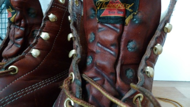 thorogood moc toe boots 3 month rapid vintaged - the lace holes