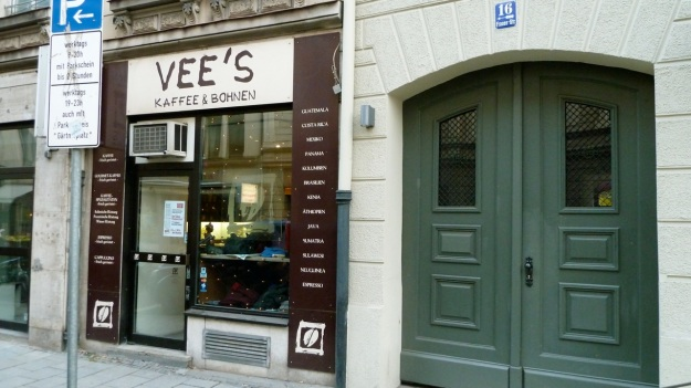 vee´s cafe and cakes - munich view from the outside