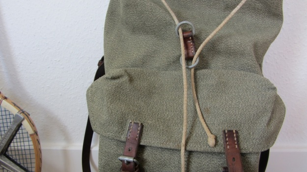 swiss army backpack light - how to close it - the loops and the string
