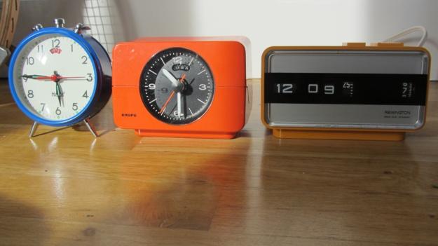 alarm clocks - 5 more minutes ! A remington sperry, a krups and a mebus