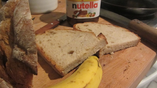 butter roasted bread with nutella and banana - the ingrediences