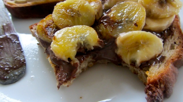 butter roasted bread with nutella and banana - eat it !