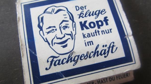 vintage matchsticks german - der kluge kopf kauft nur im fachgeschäft closeup