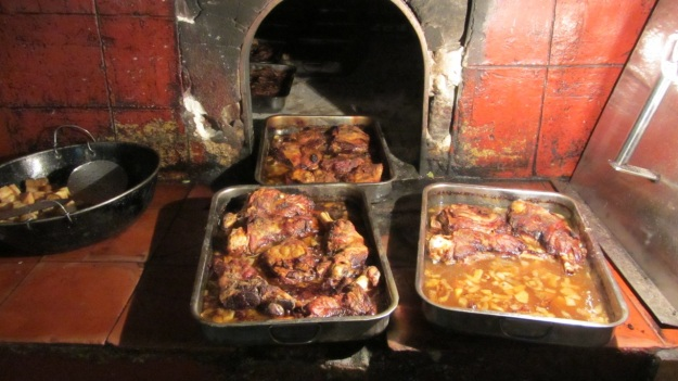es verger restaurant alaró mallorca lambchops right from the oven