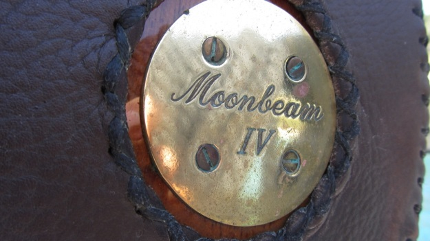 Moonbeam IV Yacht - bronze logo
