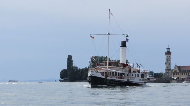 hohentwiel schaufelraddamper - paddlewheeler bodensee in front of the lindauer harbour