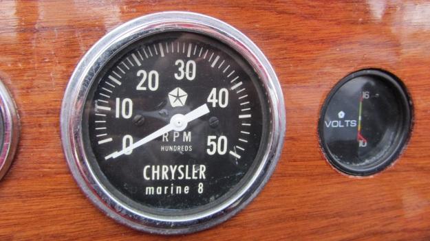 Pedrazzini Mahagoni Boat - engine rpm