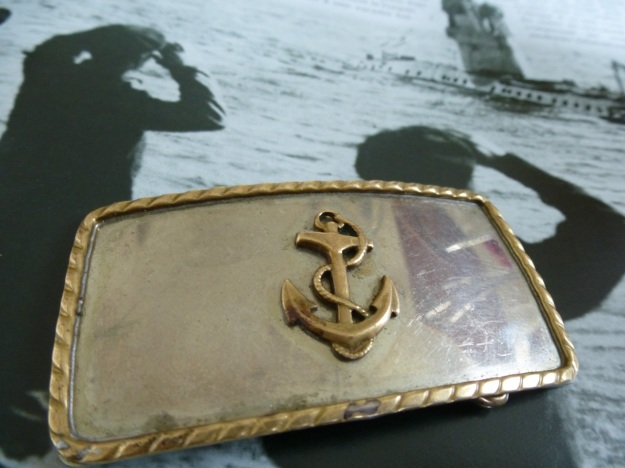 vintage us navy belt buckle front, with anchor