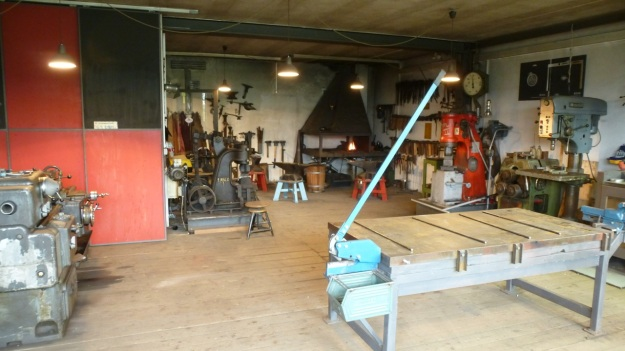 Learn to forge with mastersmith Tom Carstens - inside the forge workshop