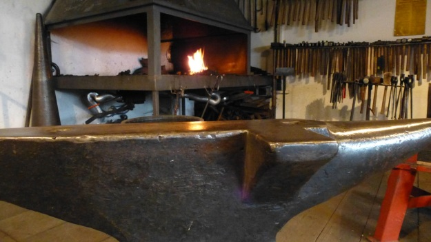Learn to forge with mastersmith Tom Carstens - anvil and the forge