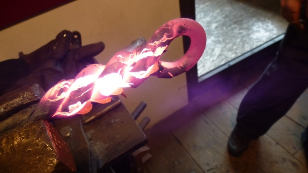 Learn to forge with mastersmith Tom Carstens - turning the iron