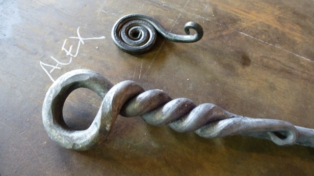 Learn to forge with mastersmith Tom Carstens - finished grip