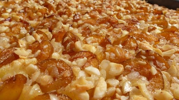 Sunday cake - Mirabellenkuchen mit Schlagsahne after the baking