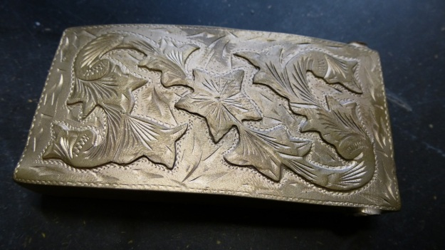 vintage US belt buckle from Amtraq beeing feinschmucked - raw bronze full view