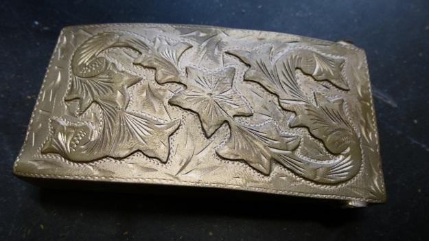 vintage US belt buckle from Amtraq beeing feinschmucked - raw bronze full view