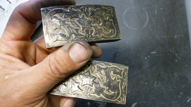 vintage US belt buckle from Amtraq beeing feinschmucked - after being polished