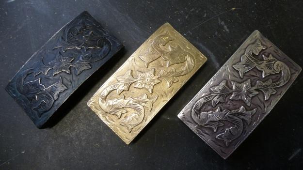 vintage US belt buckle from Amtraq beeing feinschmucked - original, bronze and darkened