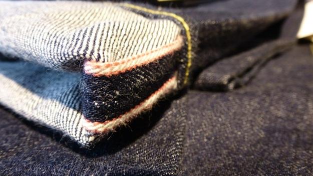 Ecke32 Manufacture Store Konstanz - momotaro jeans selvage denim pink