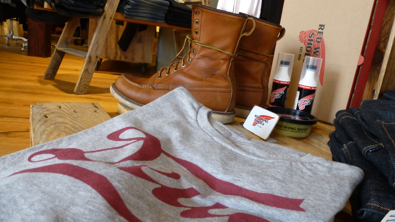 f8894f66af0 ... Ecke32 Manufacture Store Konstanz - deus ex machina t-shirt and vintage  red wings ...