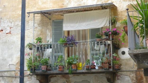 old doors in italy - balcony saluzzo