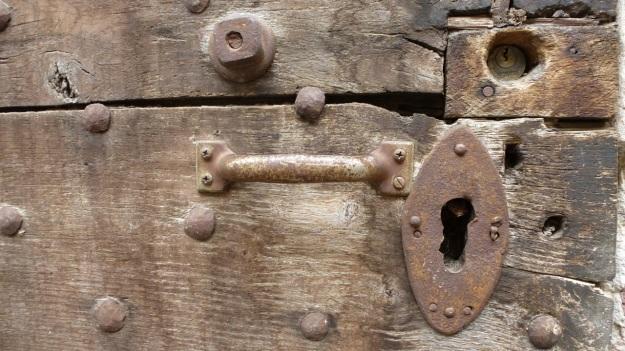 old doors in italy - vtg or vintage door in saluzzo piemont