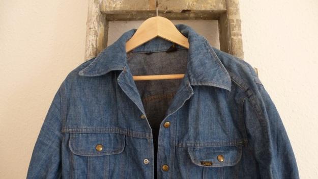 vintage lee denim shirt - front neck area
