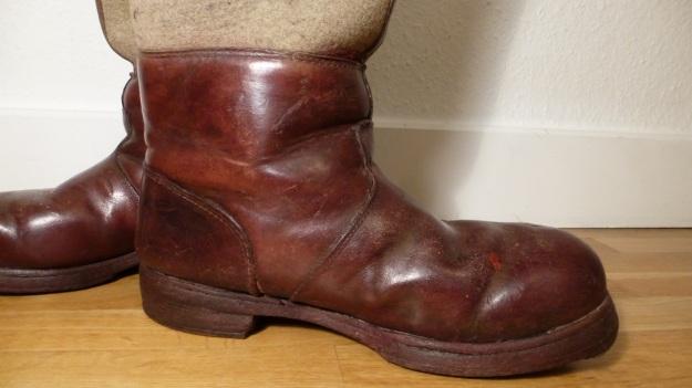 brown felt boots - santa claus - chestnuts vintage leather inside view