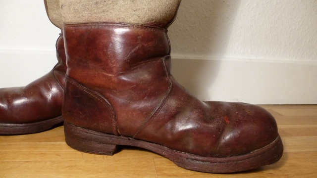 brown felt boots - santa claus - chestnuts vintage leather inside view