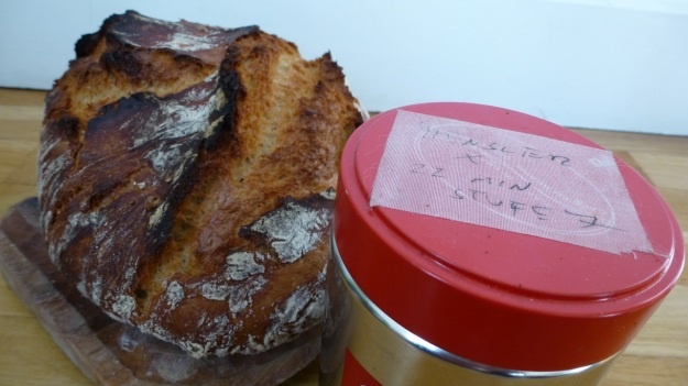 Homeroasted coffee and fresh bread - both ready and illy box