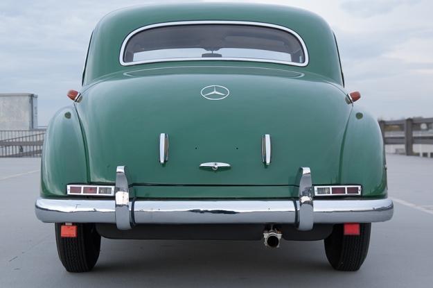Mercedes-Benz 300 b W186 III Adenauer back