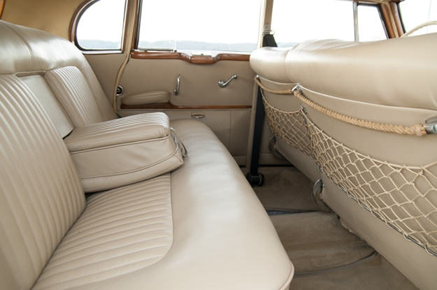 Mercedes-Benz 300 b W186 III Adenauer backseat