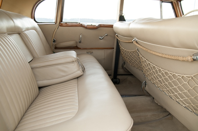 Mercedes-Benz 300 b W186 III Adenauer backseat