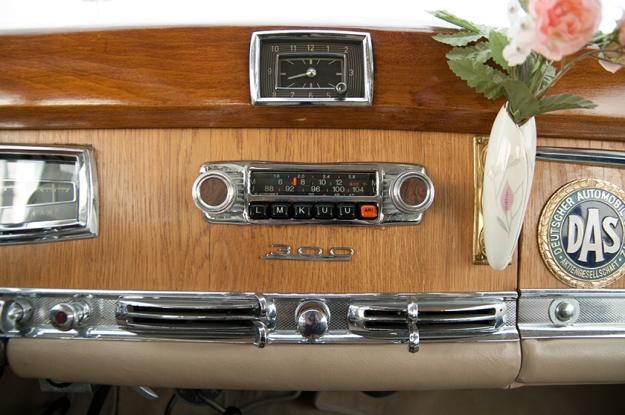 Mercedes-Benz 300 b W186 III Adenauer cockpit radio