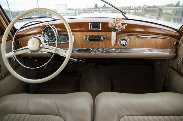 Mercedes-Benz 300 b W186 III Adenauer cockpit