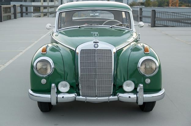 Mercedes-Benz 300 b W186 III Adenauer front