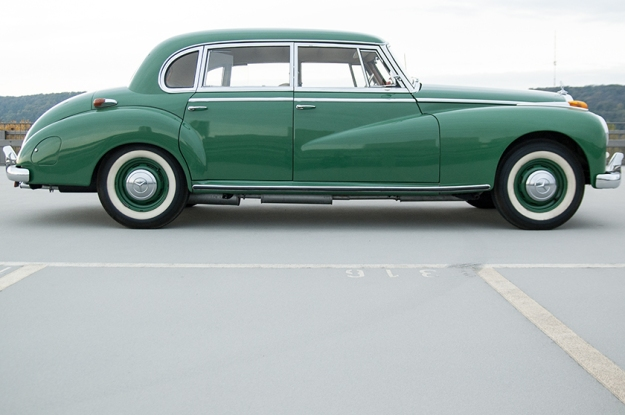 Mercedes-Benz 300 b W186 III Adenauer full sideview