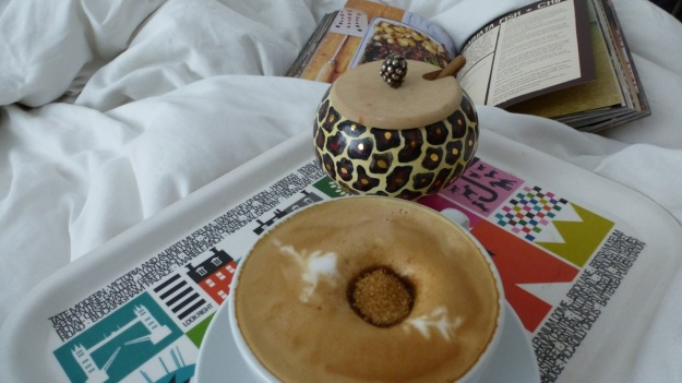 Sunday morning coffee, a fresh bread and pfote morning class in the bed for the lady